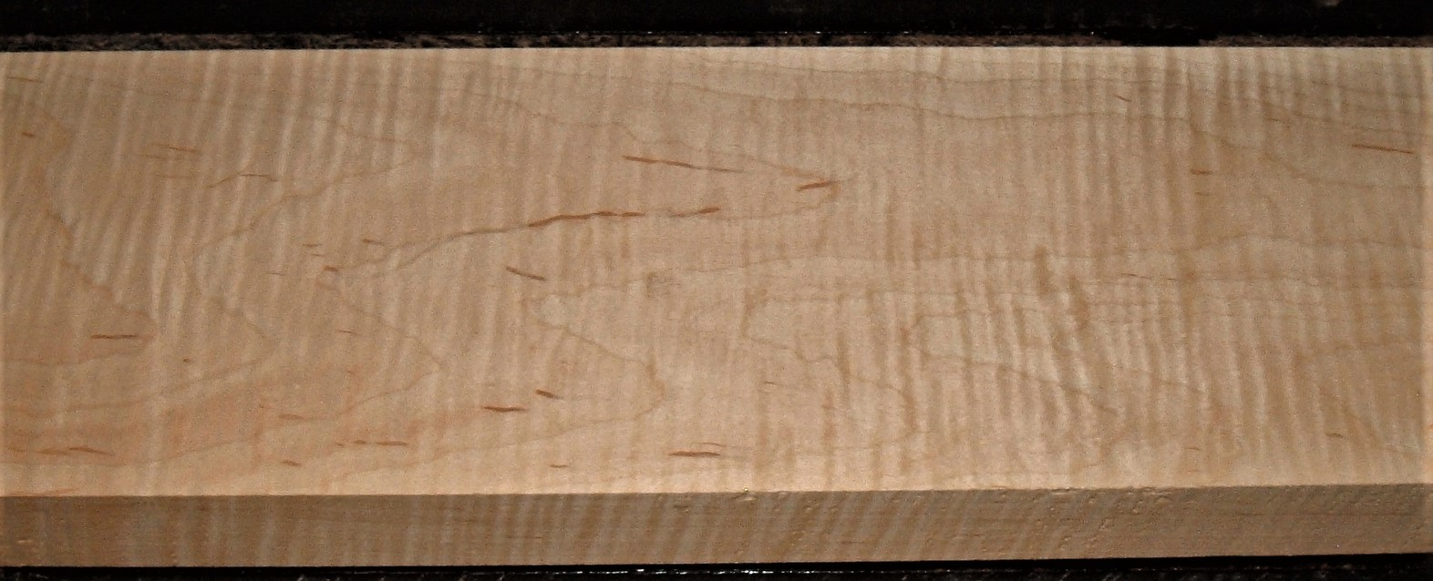 M2009-766JJe,  1-3/4x7x43, Curly Tiger Maple